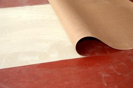 linoleum-cv-belag2-zuschnitt-eines-linoleums-im-wohnraum