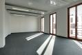teppichboden1-verlegter-teppichboden-im-lichtdurchfluteten-wohnraum