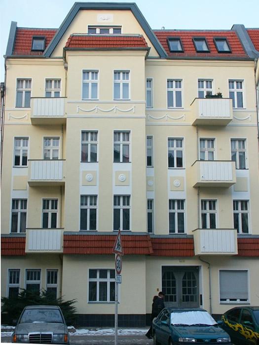Referenz Maler Matthe Berlin - Altbaufassade mit alten und neuen Schmuckelementen (2)