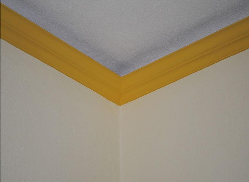 Referenz Maler Matthe Berlin - Malerarbeiten innen - Decke - saubere Anschlüsse bei starken Farbkontrasten (2)