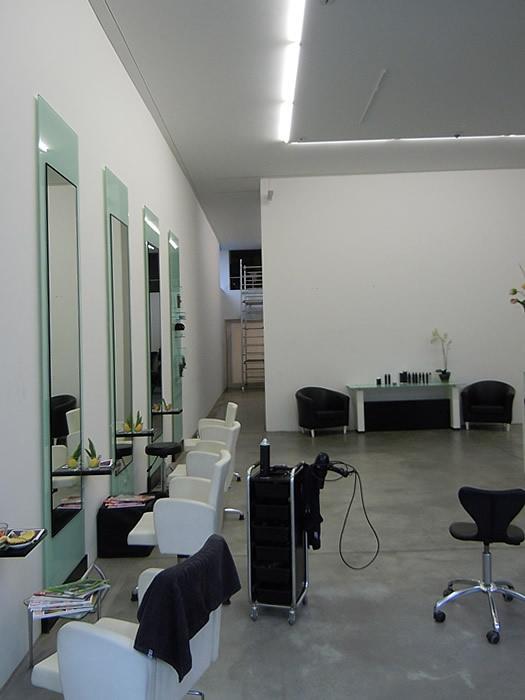 Referenz Maler Matthe Berlin - Malerarbeiten innen - Moderner Salon im Schwarz-Weiß-Kontrast (2)