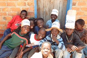 Maler Matthe Berlin hilft die Schulgebühr für 3000 Kinder auf ein Minimum zu reduzieren - BOCCS - Kabwes - Sambia