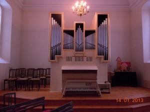 Orgel gestrichen aus Holz in der Evangelischen  Kirchengemeinde Falkensee-Seegefeld